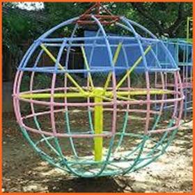 幼稚園 ジャングルジム 遊具